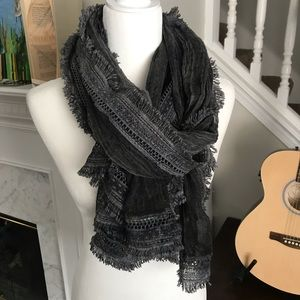 NWT Pretty Persuasions Destroyed Gray Scarf